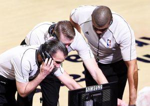 הכל יחסי – על השיפוט ב-NBA / הגולש NO FUNNY STUFF